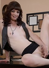 Dirty Mandy gets naughty in office